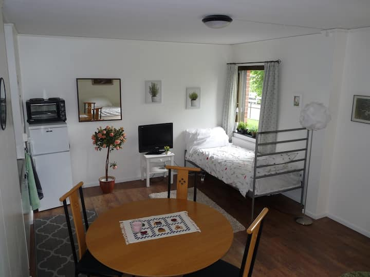 Ekhult 3. Cosy retro apartment near beautiful lake