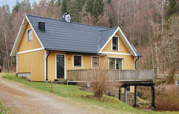 Holiday cottage with 2 bedrooms on 100m² in Ullared