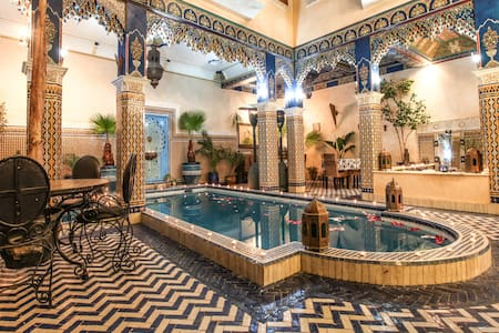 Medina Marrakech Red room 2 bed swimming pool