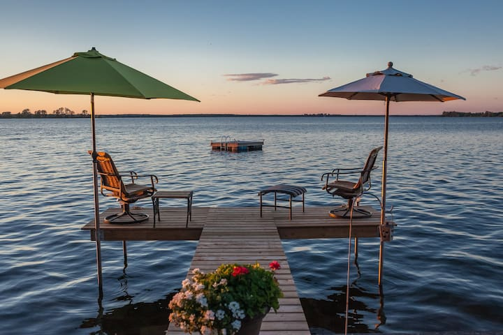 The County Lakehouse ~ NEW! - Ameliasburgh - Casa