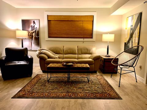 Entire guest suite, kitchenette, private patio