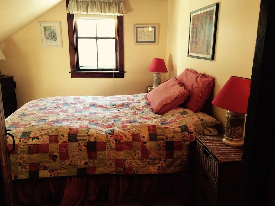 Upstairs bedroom w/ Queen