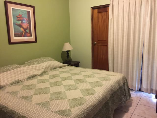 Habitación comoda,tranquila y linda - San Antonio de Desamparados - Casa
