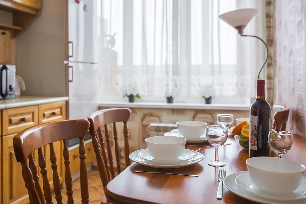 Кухня укомплектована посудой
