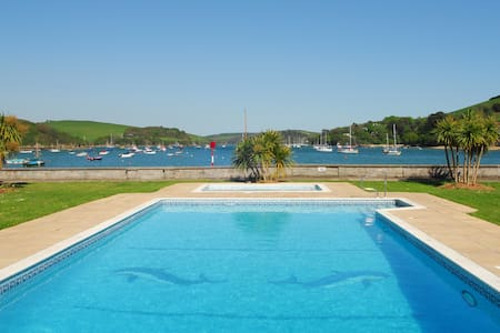 Beautiful Waterfront Apartment in Salcombe