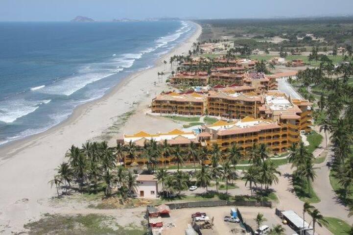 Espectacular condominio de lujo frente al mar!