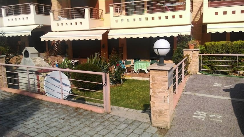 3 bedroom Maisonette in Gerakini RE0605 - Poligiros - Stadswoning