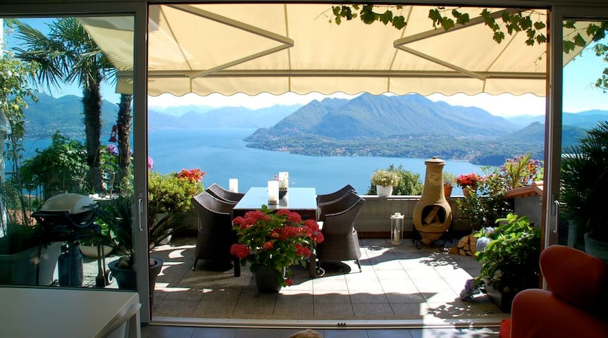 Stunning penthouse with panoramic views in Stresa - Magognino - Daire