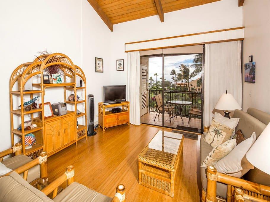 kamaole-2po-5411-living-room-02.jpg