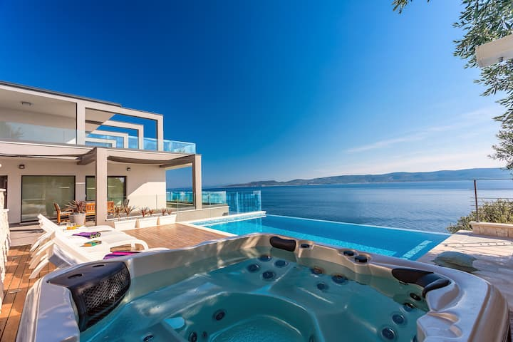 Luxurious VILLA HRID heated pool and private beach