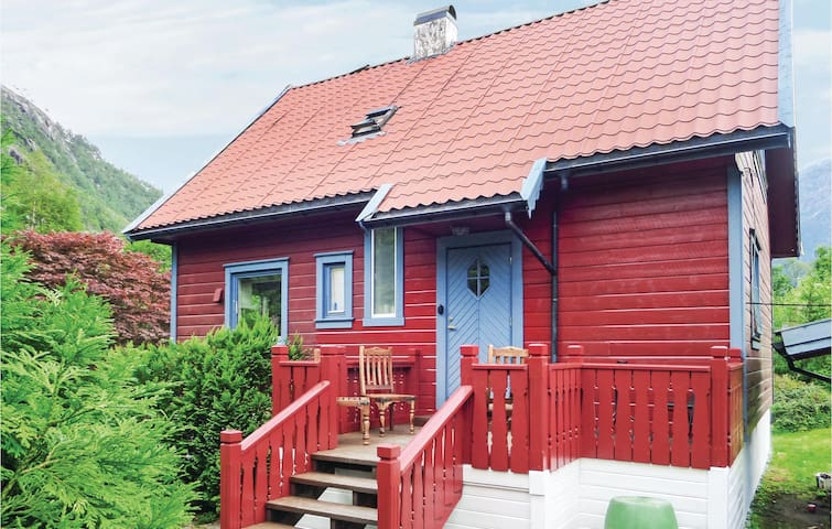 Holiday cottage with 4 bedrooms on 153 m² in Indre Matre