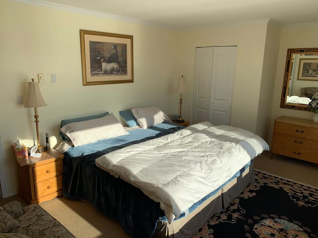 King Size bed, side tables