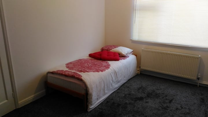Cozy Private Bedroom close to Leeds city centre!