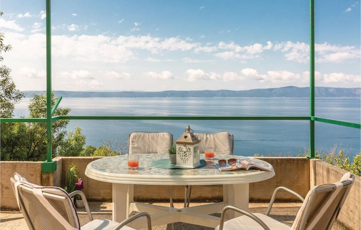 Amazing home in Podgora with WiFi and 1 Bedrooms