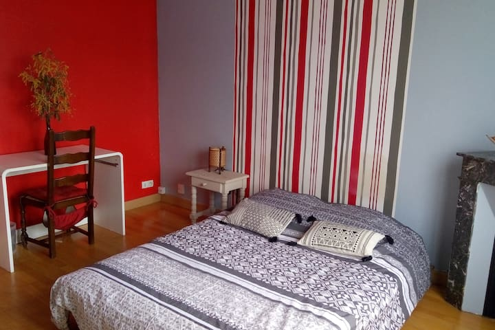 Chambre calme et lumineuse a Bordeaux