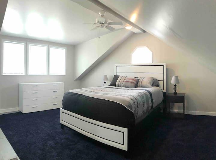 Spacious 1 bedroom in Clinton Village