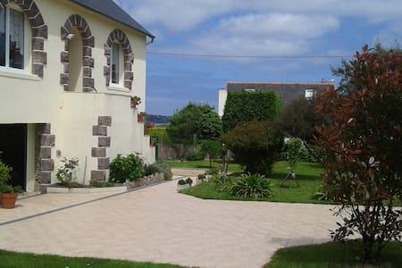 maison aux portes de PAIMPOL son port en ville - Plourivo