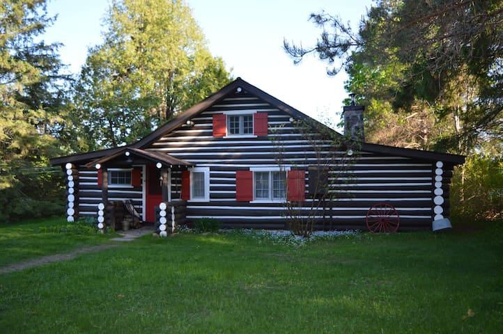Muskoka Waterfront Cottage in Huntsville - Sprucedale - Cabin