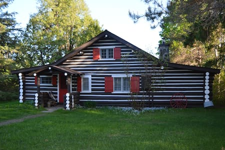 Muskoka Waterfront Cottage in Huntsville - Sprucedale