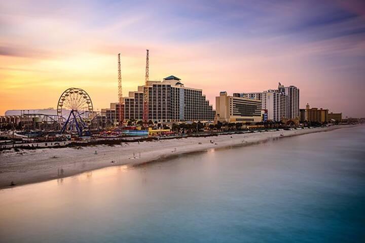Ocean Walk- Daytona Beach, FL -3BD Sleeps 10ppl -A