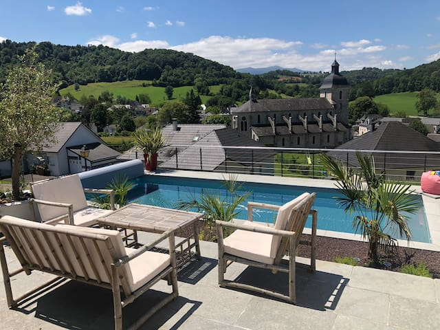 Villa avec piscine chauffée vue sur les Pyrénées