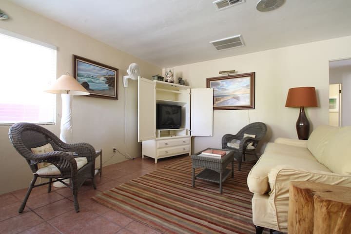 Flo's Bungalows- The Mermaid Cottage - Indio - Apartamento