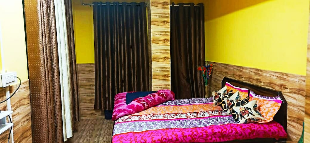 Double bed room  SUNAKHARI with Queen bed, Wi-Fi, cable TV, attached western bathroom with 24 hrs hot and cold water and attached Kitchen with all cooking wares and LPG stove