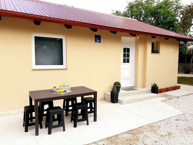 Charming little holiday house Greiss with jacuzzi