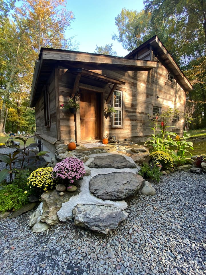 Poconos, Cabin surrounded by Trees LONG TERMS