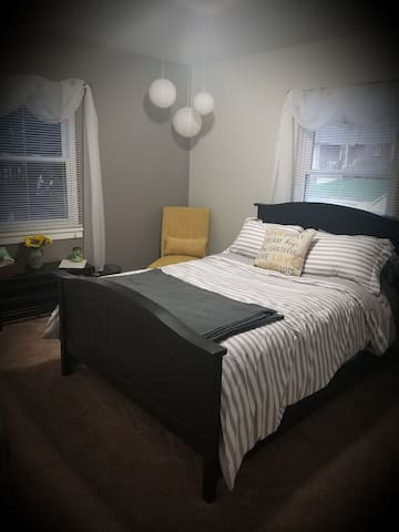 Small, Comfortable Home Near St Francis College