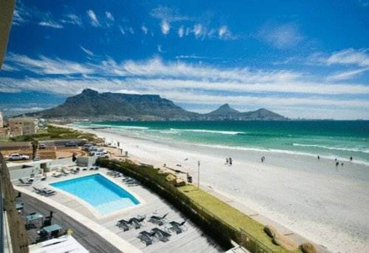 (31) Beachfront views of Table Bay