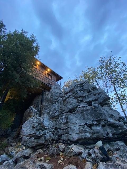 A cabin on the Feytroun rocks