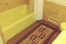 *Owl's Nest*; Queen Room w/ Bath @HurdleHillFarm
