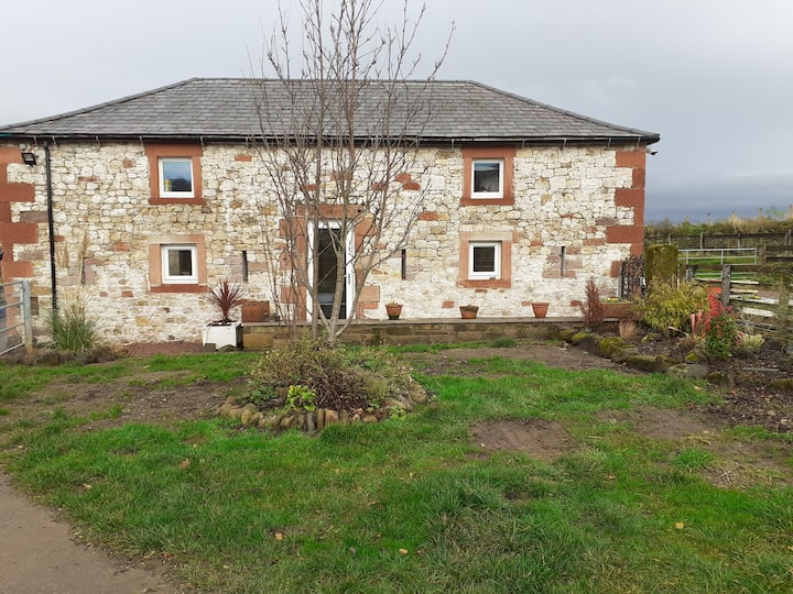 Beautiful 2-Bed Cottage in Country Location
