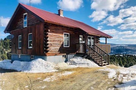 Cozy log cabin, great views