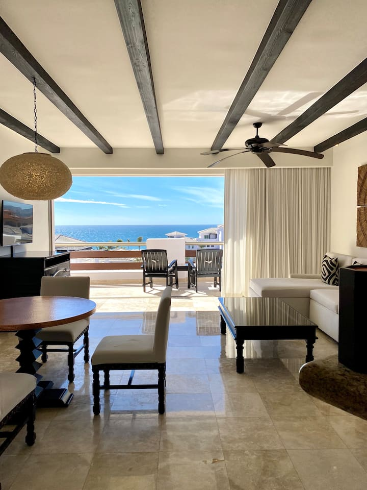 PAMPER YOURSELF IN THIS CABO VILLA w/ OCEAN VIEW!