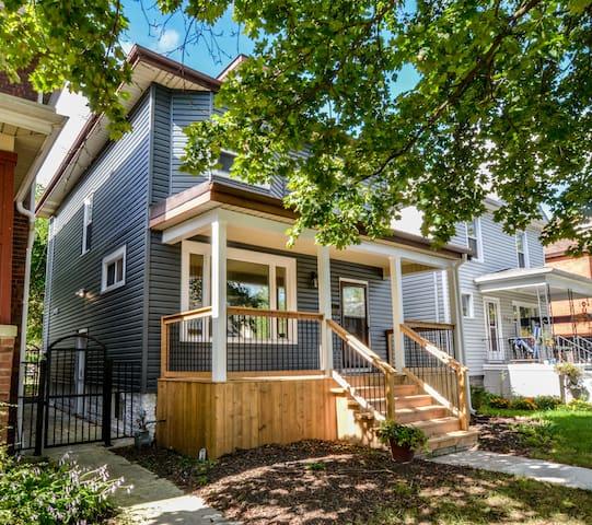 SMART Modern House Steps from River Near DT&Casino