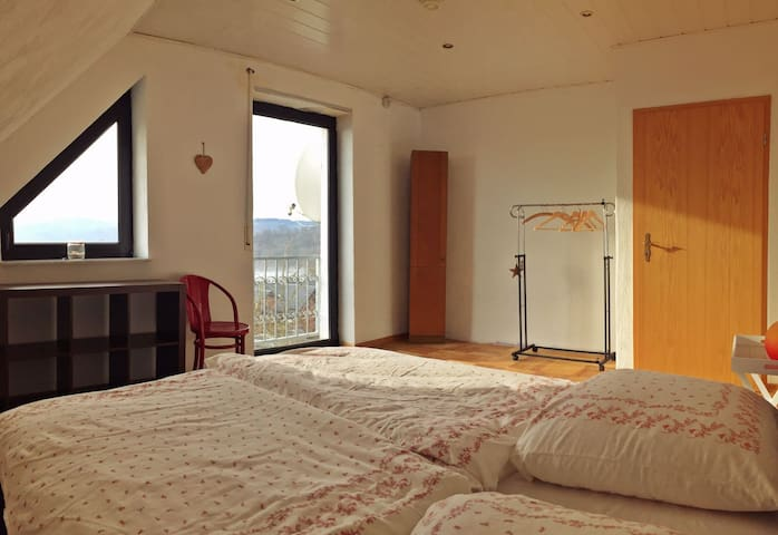 "Wonderful calm with a great view! Room ""Victoria"" - Altendiez - Wohnung"