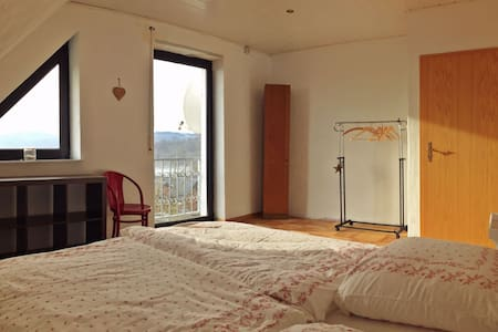 "Wonderful calm with a great view! Room ""Victoria"" - Altendiez - Leilighet"