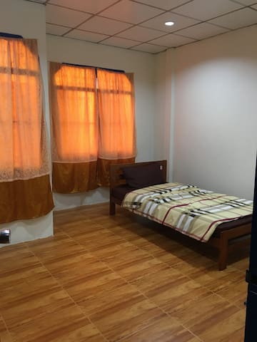์Nillaya House - Tambon Sam Phran - Casa de huéspedes