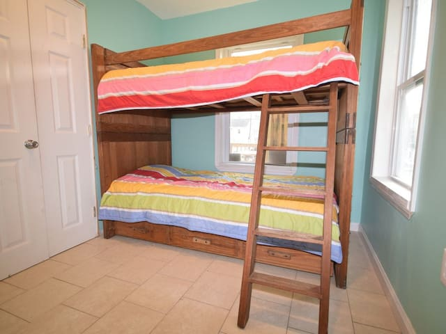 Bedroom 3 with bunk beds (twin beds)