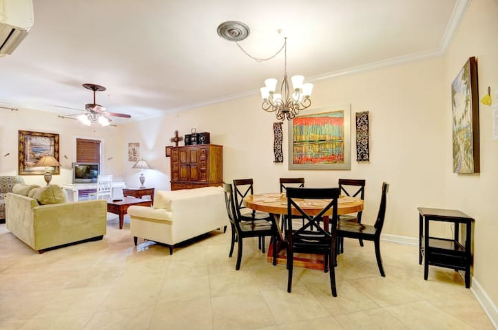 Village of South Walton 210 BldgE-30A LARGE Studio!-*Avail 4/30-5/7- Free Bike Rental - Seacrest - Apartamento