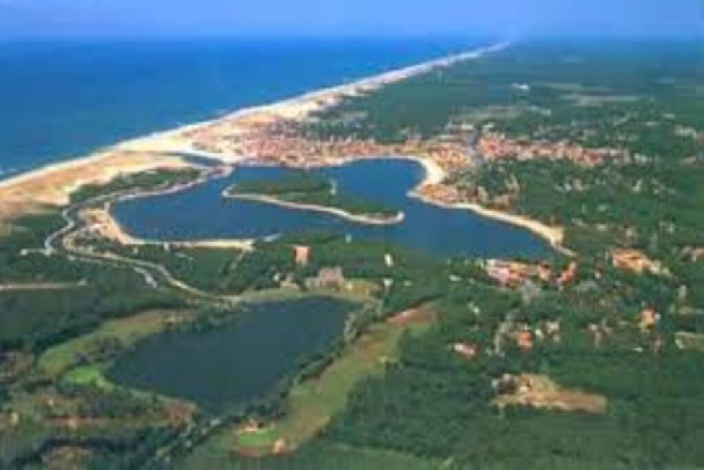 A 50 m du lac et 100 m de l'océan