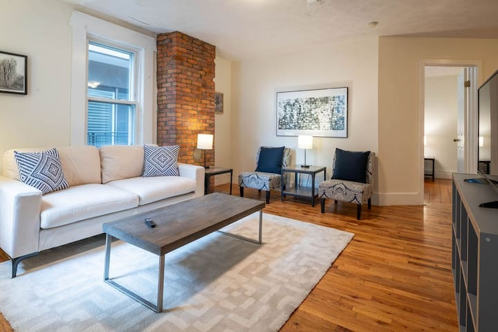 3BED PENTHOUSE ON SOUTH BOSTON THRIVING W BROADWAY