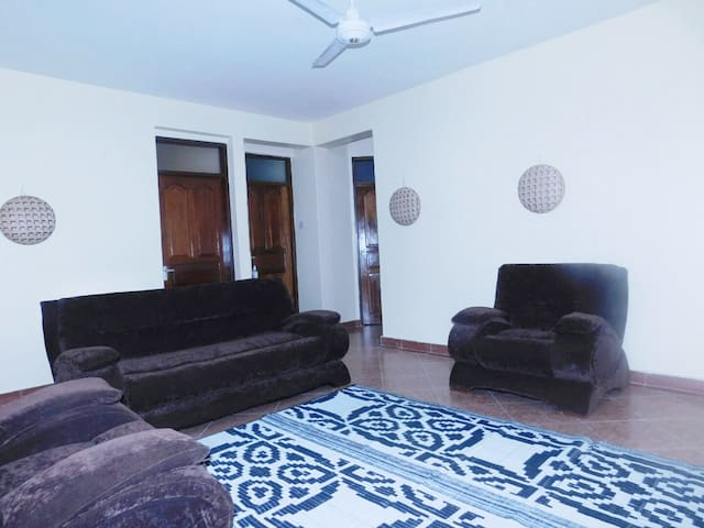 Quiet Nyali 2 bedroom apt - central by mall, beach