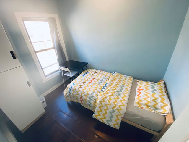 204 comfortable bedroom 25mins to Manhattan