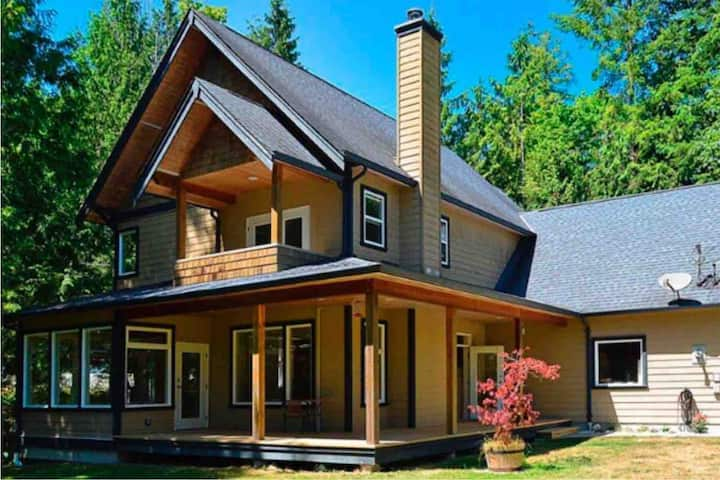 New Custom Home WATERFRONT @Pender Harbour