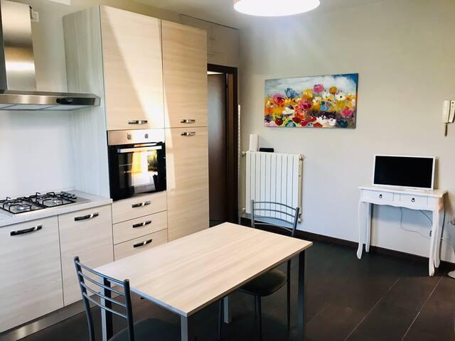 Appartamento ristrutturato. Camnago FS 200 metri.