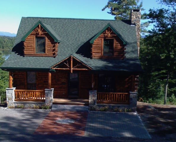 Stunning waterfront log cabin with mountain views. - Conway