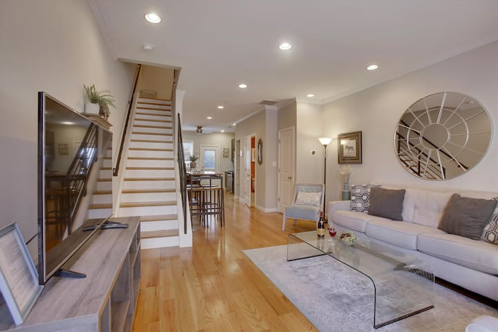 Nurses/Workers 4 BR Townhouse-min. to Center City
